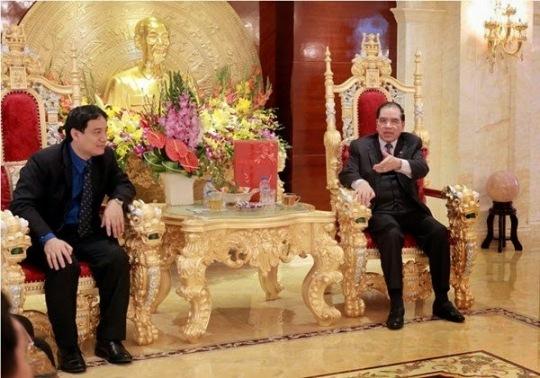 Phong khach Nha Manh.jpg