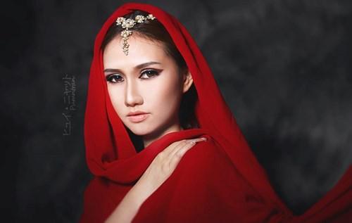 cô gái Ấn Độ